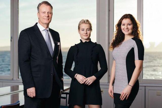 Alexandra Andresen, de 20 años, y su hermana Katharina, de 21 años, recibieron 1.100 millones de euros cada una cuando tenían 10 y 11 años