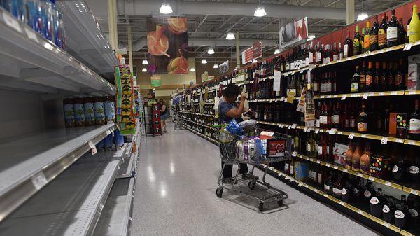 La llegada del huracán Irma produjo faltantes de productos. (AFP)
