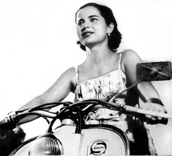 Nelly le pidió a Perón que le enseñe a andar en motoneta