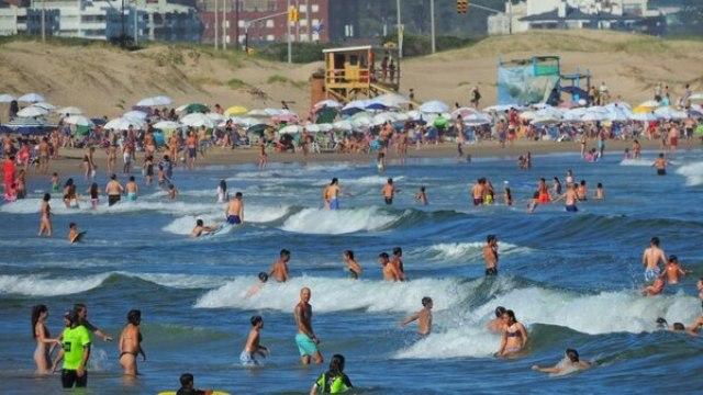 Punta del Este, en pleno verano: no hay playa que no demuestre concurrencia (Marcelo Umpierrez)