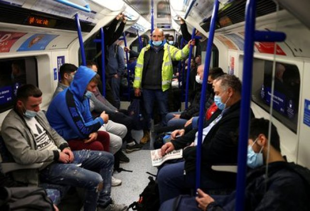 El metro de Londres, durante el brote de coronavirus. REUTERS/Henry Nicholls