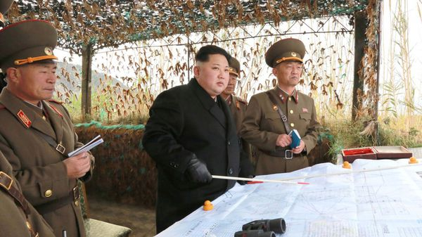 Kim Jong-un supervisó el lanzamiento de los misiles (Reuters)