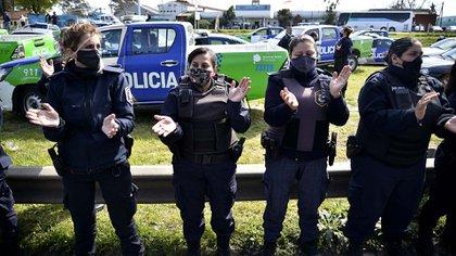 Cuáles son los 14 pedidos que la Policía Bonaerense le entregó a Axel Kicillof - Infobae