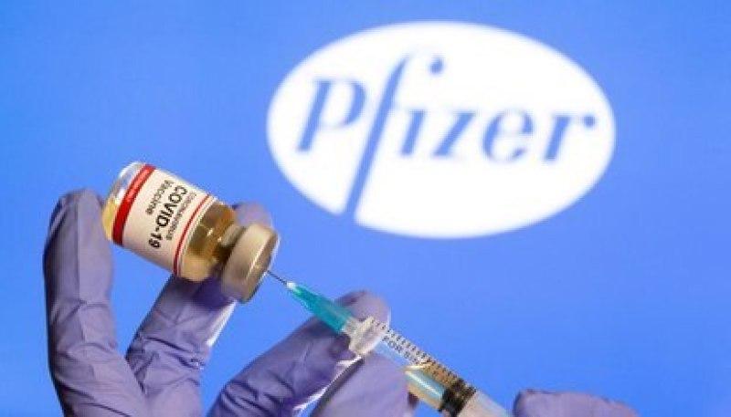 La segunda dosis de la vacuna de Pfizer está pensada para aplicarse a los 21 días de la primera (REUTERS/Dado Ruvic)