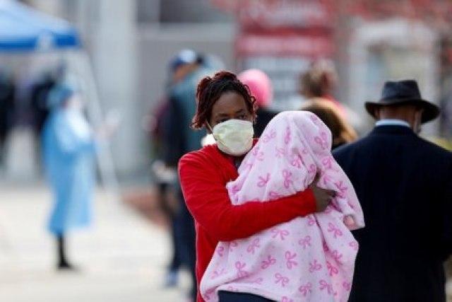 Aunque el SARS-CoV-2 no discrimina, el impacto de la pandemia depende de sociales, históricos y demográficos que hacen que afecte deproporcionadamente a los afroamericanos. (REUTERS/Joshua Lott)