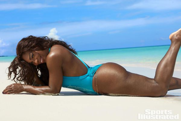 Serena Williams lució bikinis y trajes de baño enterizos en la producción de Sports Illustrated