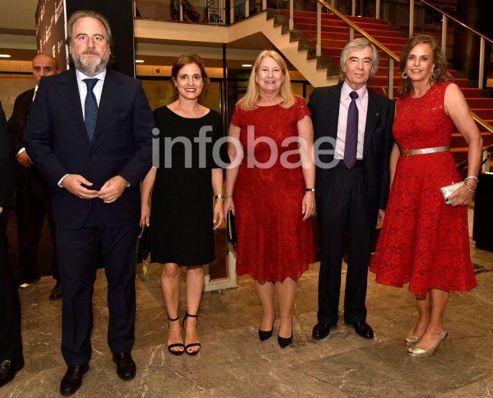 Gala San Martín Jorge Neuss y mujer Silvia Saravia marca