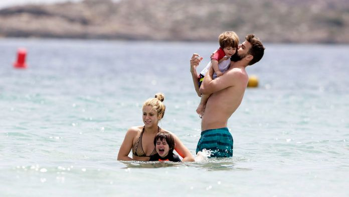 Shakira , Piqué y sus dos hijos (Target Press / The Grosby Group)