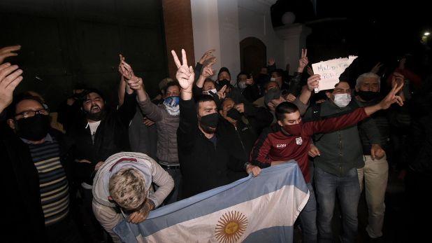 Marcha - Protesta - Reclamo de la policía Bonaerense Olivos - Policías y apoyo al gobierno