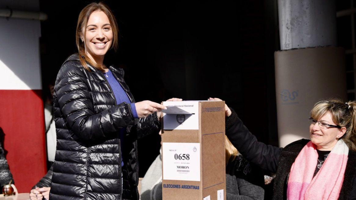 El 11 de agosto, Vidal votó con su clásica campera negra Uniqlo