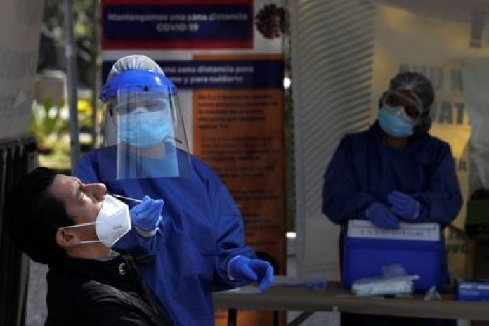 Through macro-kiosks installed in the 16 municipalities of the capital, authorities applied 2,246 antigen tests (Photo: REUTERS / Carlos Jasso)