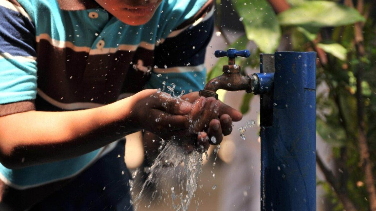 """Los mexicanos pagan en promedio 200 pesos en """"mordidas"""" a cambio de un mejor servicio de agua"""
