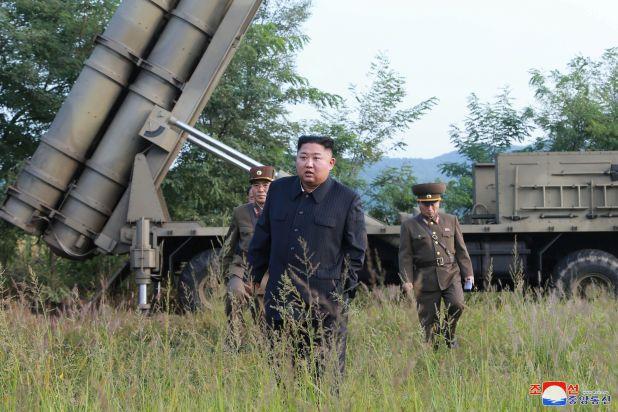 Kim Jong-un supervisó el lanzamiento, según las imágenes difundidas por el régimen.