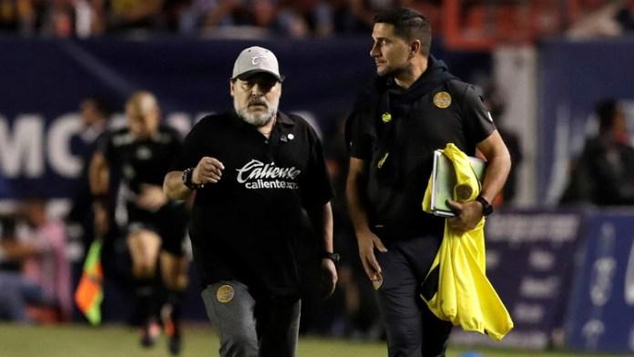 Maradona también deberá operarse también en el hombro izquierdo (Foto: Reuters)