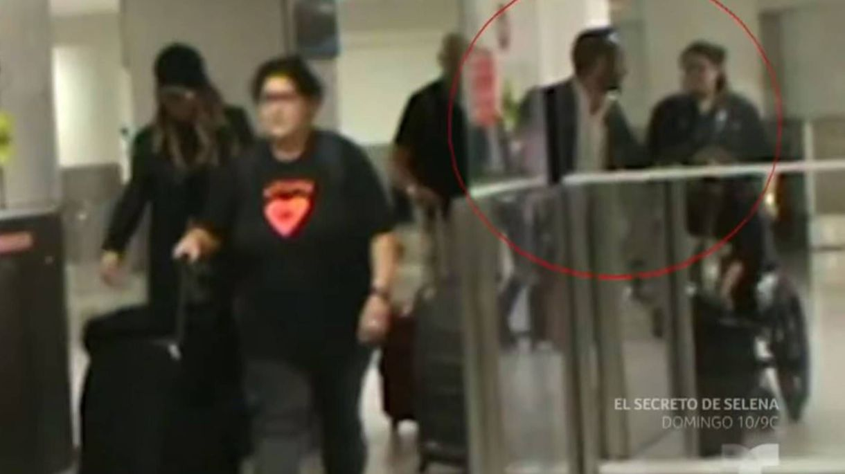 El misterioso galán se separó de Belinda para que no los vieran juntos (Foto: Captura Telemundo)