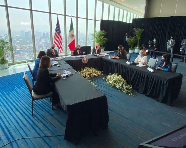 Kamala Harris se reunió con trabajadores de la embajada de EEUU en México (Foto: Twitter@USEmbassyMEX)