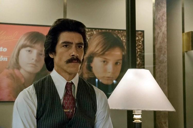 """Óscar Jaenada interpreta a Luisito Rey en """"Luis Miguel, la serie"""""""