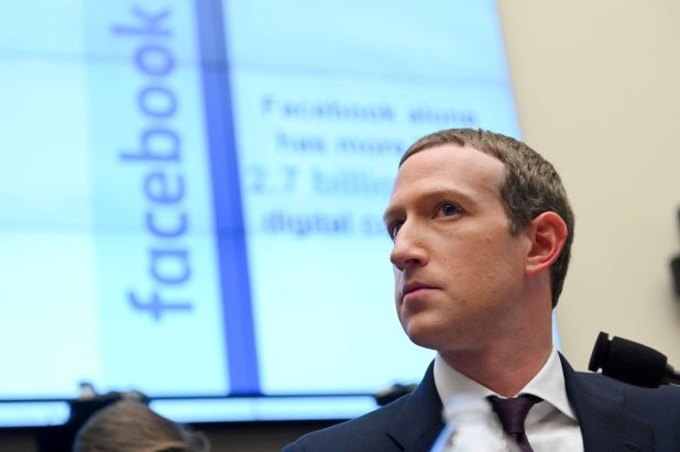 El CEO de Facebook, Mark Zuckerberg, criticó a Apple por el cambio en su política de privacidad (REUTERS/Erin Scott/File Photo/File Photo)
