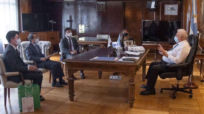 Gines GONZALEZ Garcia con el embajador de Corea