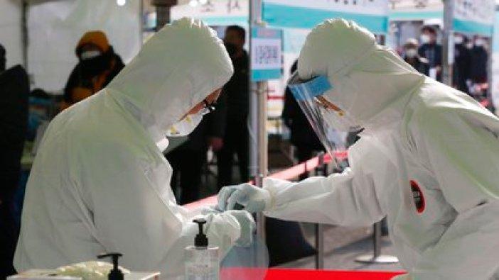 Investigadores estudian casos de la variante británica del virus SARS-CoV-2 en Corea del Sur (EFE/EPA/KIM CHUL-SOO)