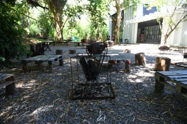 Entre sus instalaciones, se encuentra una zona de parrillas y fogones (Maximiliano Luna)