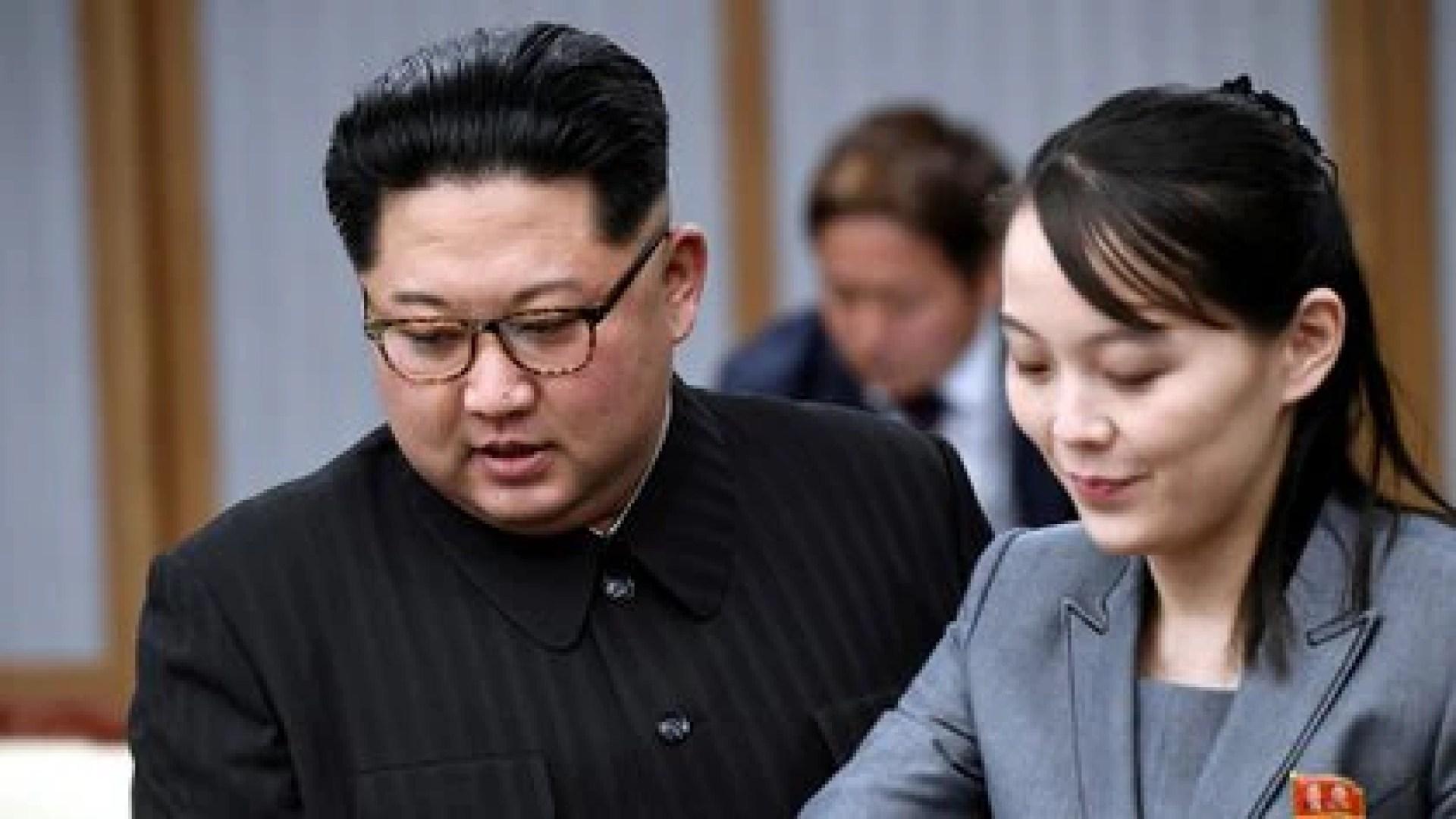 Con su hermana Kim Yo-jong