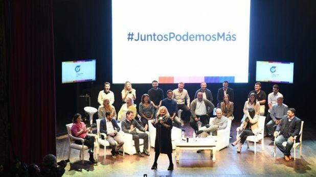 Elisa Carrió junto a Horacio Rodríguez Larreta, Diego Santilli y referentes de la Coalición Cívica, ayer por la noche (Prensa CC)