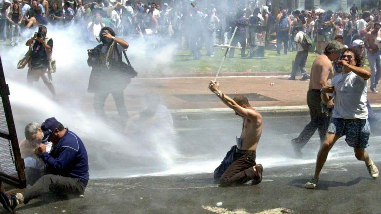 Imágenes de la Plaza de Mayo en la crisis 2001 (Télam)
