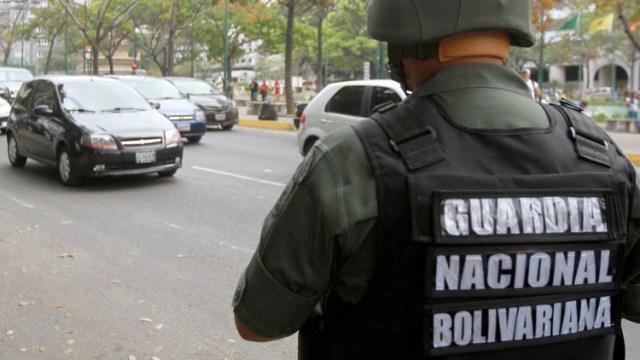 Un oficial de la Guardia Nacional Bolivariana en las calles de Caracas.