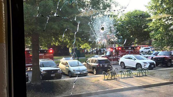 Por el momento dos congresistas y dos agentes de seguridad habrían sido heridos, además del tirador (AP)