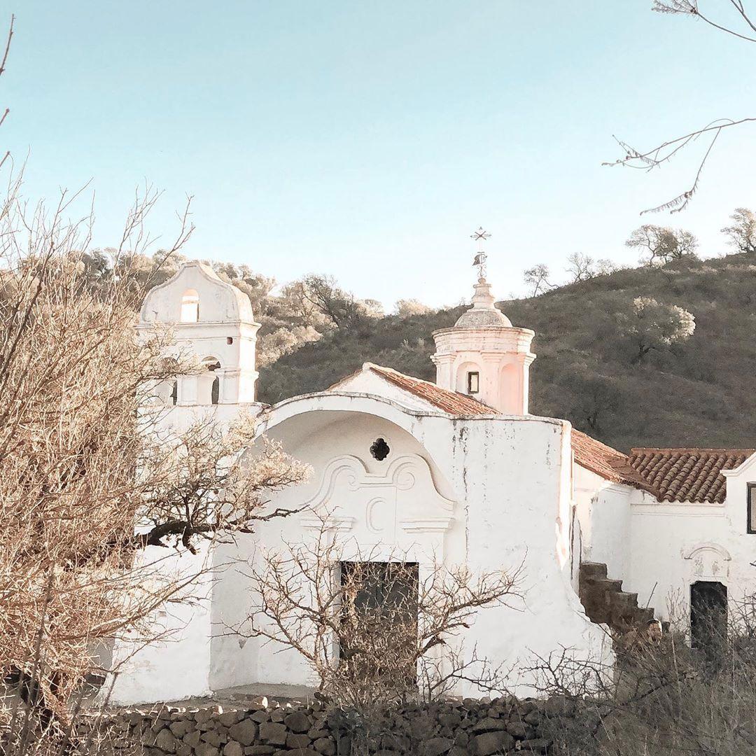 El ícono arquitectónico más reconocido es su capilla, construida en el 1730 como oratorio de la Estancia Santa Gertrudis, fue declarada Monumento Histórico Nacional en la década del cuarenta (@youlovetotravel)