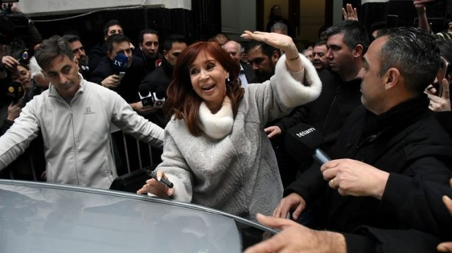 Cristina Fernández de Kirchner a la salida del Instituto Patria tras la victoria en las PASO (Nicolás Stulberg)