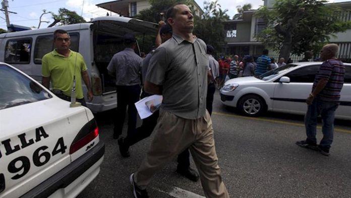 José Daniel Ferrer siendo arrestado