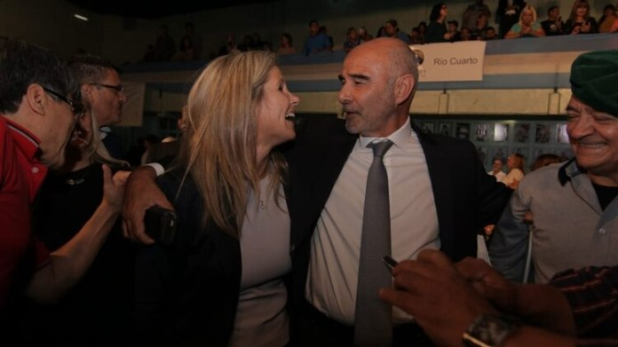 Juan José Gómez Centurión cerró su acuerdo con Cynthia Hotton