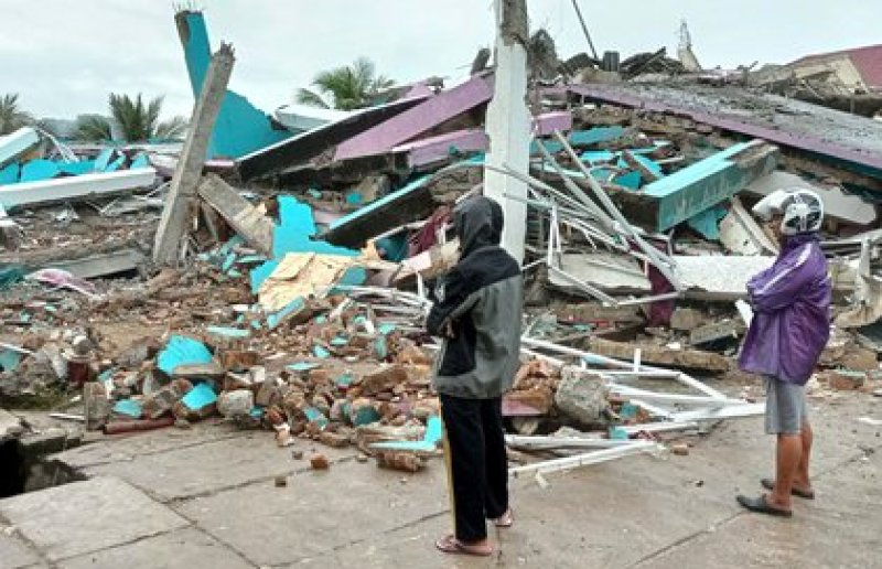 Un hospital colapsó por el terremoto en Indonesia