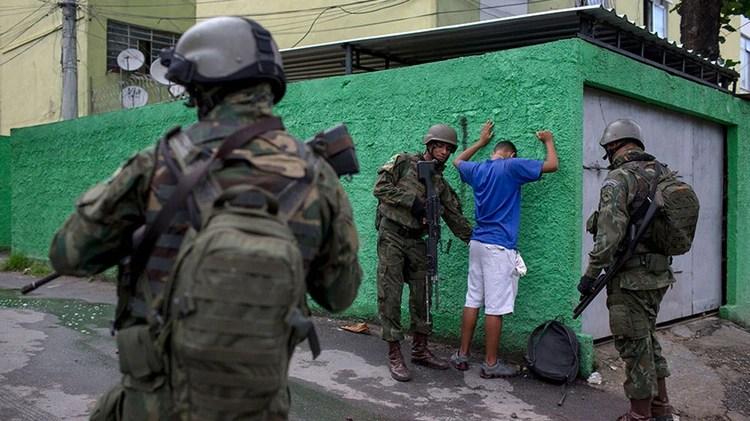 Bolsonaro antecipa que cumprirá promessa de decretar liberação de posse de arma as pessoas de bem 67
