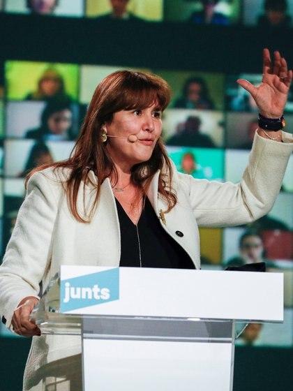 La candidata de Junts, Laura Borras, gesticula mientras habla durante el mitin de cierre de campaña, el 12 de febrero de 2021. (REUTERS/Albert Gea)