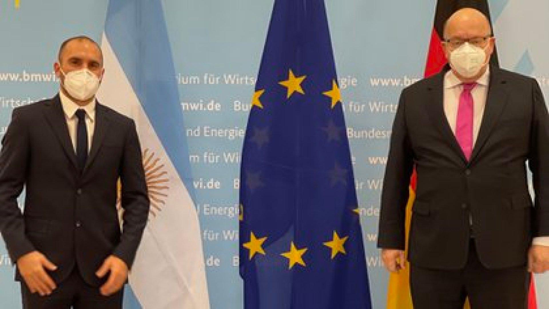 Martín Guzmán y Peter Altmaier, ministro de Asuntos de Economía y Energía de Alemania, durante la reunión de ayer en Berlín.