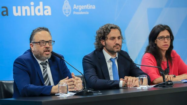 El ministro de Desarrollo Productivo, Matías Kulfas, el jefe de Gabinete, Santiago Cafiero, y la secretaria de Comercio Interior, Paula Español, quien buscará sumar nuevos canales al acuerdo