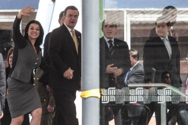 Imagen de archivo. Marcelo Ebrard, entonces Jefe de gobierno, saludó a Felipe Calderón, Presidente de México a su llegada a la estación del metro Parque de los Venados donde se realizó la inauguración de la línea 12 del metro. (FOTO: ENRIQUE ORDÓÑEZ /CUARTOSCURO)