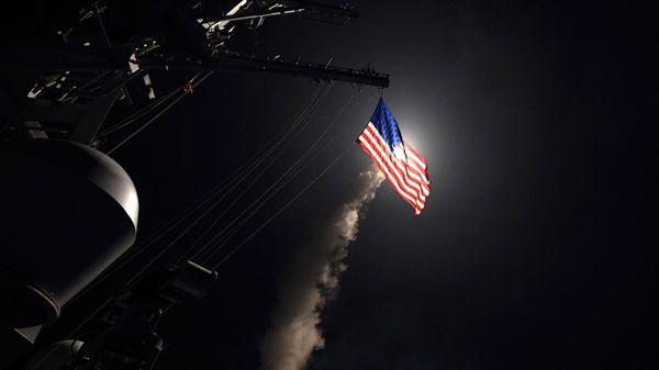 El destructor USS Porter lanza un misil teledirigido Tomahawk desde el Mar Mediterráneo (AP)