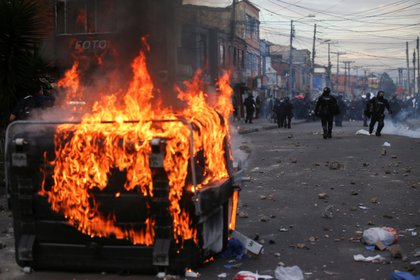 Los disturbios comenzaron durante el día y se prolongaron en la noche (REUTERS/Luisa Gonzalez)