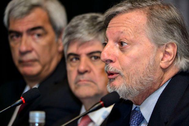 El ministros Juan José Aranguren y el Chair de Erees, Miguel Gutierrez, y el Deputy Chair del grupo, Sebastián Mocorrea