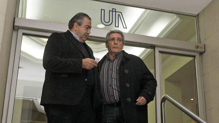Héctor Daer y Carlos Acuña, de la CGT, salen de una reunión en la UIA