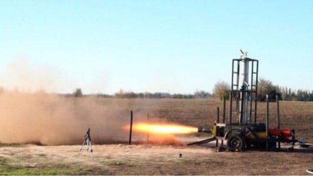 Una prueba del primer sistema de propulsión de la empresa. Tiene dos toneladas de empuje y es el motor más grande en su tipo de la región
