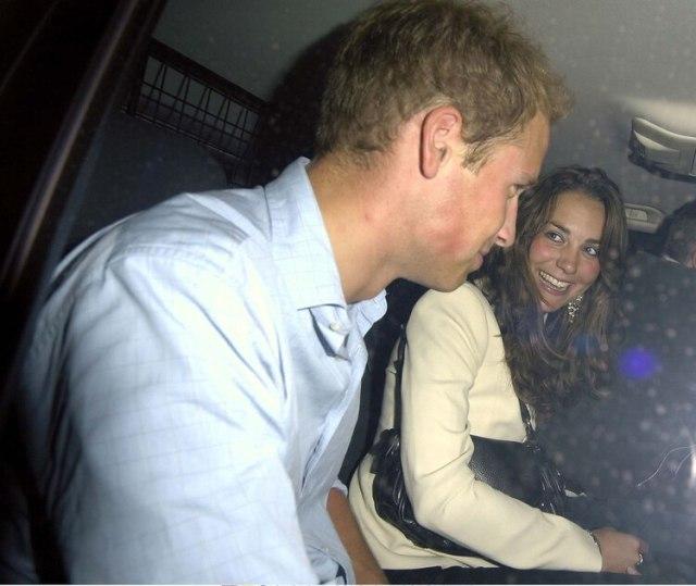 Kate Middleton y el príncipe William estuvieron ocho años de novios, con una breve interrupción, antes de casarse (Shutterstock)