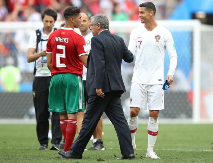 Cristiano Ronaldosaludó a sus rivales al término del partido ante Marruecos(REUTERS/Carl Recine)