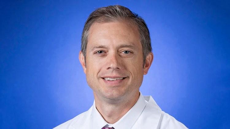 George Thompson, especialista en enfermedades infecciosas del Centro Médico Davis de la Universidad de California