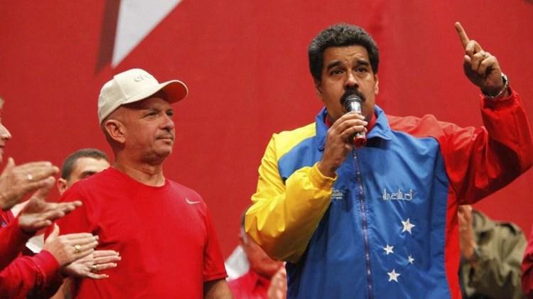 """""""El Pollo"""" Carvajal con Maduro (Reuters)"""
