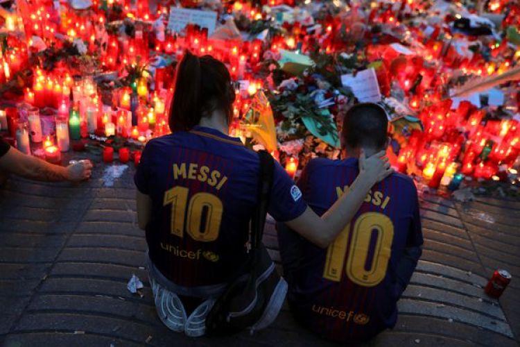 El lugar del atentado se convirtió en un memorial en Barcelona (Reuters)